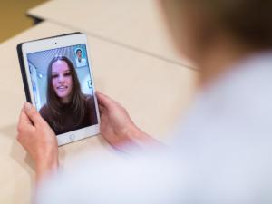 video consult tussen arts en patiënt